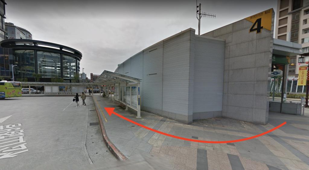 台北九份怎麼去-捷運站松山站4號出口,迴轉公車停尋找1062(台北-金瓜石)公車